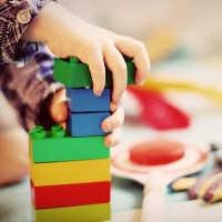 Wie lernen Kinder - Kinder müssen verschiedene Sachen ausprobieren