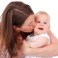 Dein Baby beißt beim Stillen oder auch mal in die Wange