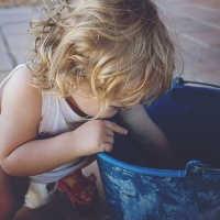 Kleinkind fördern mit Spielzeug - nicht zu fördern ist die beste Förderung