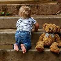 Kleinkind fördern und es im Vertrauen ausprobieren lassen